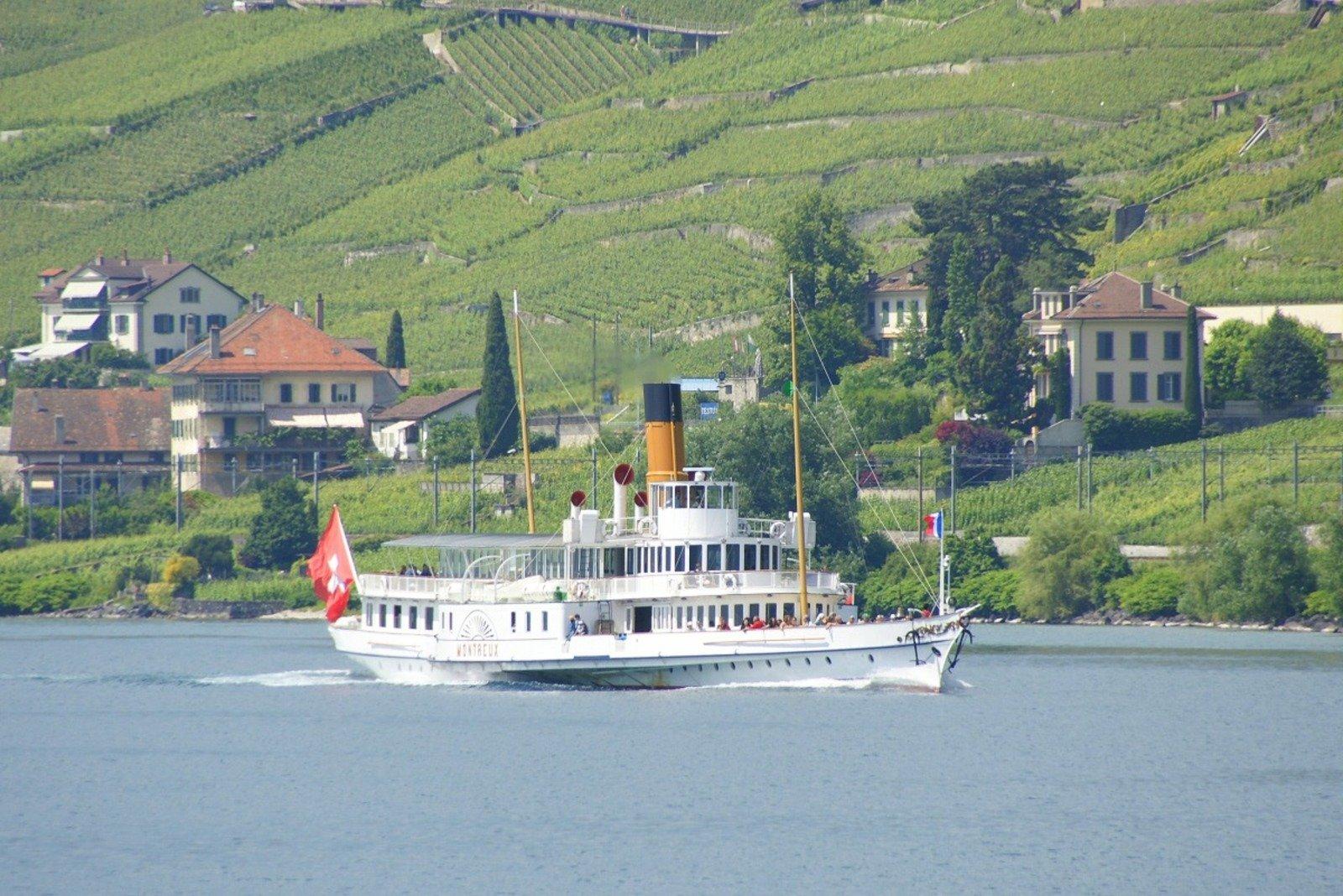 Historic Steamboat Cruise Lake